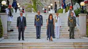 47η Επέτειος για την Αποκατάσταση της Δημοκρατίας: Μια δεξίωση με συμβολικές παρουσίες και ενδιαφέροντα «πηγαδάκια»